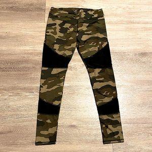 Energy - Camo + Mesh Leggings - Workout Wear - Med